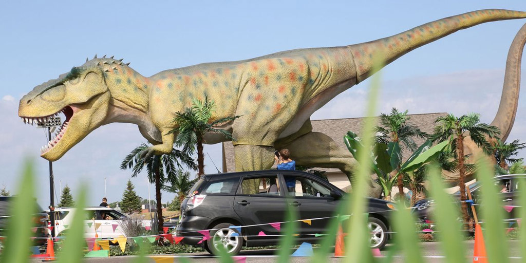 Dinosaur adventure drive-thru comes to illinois for labor day weekend