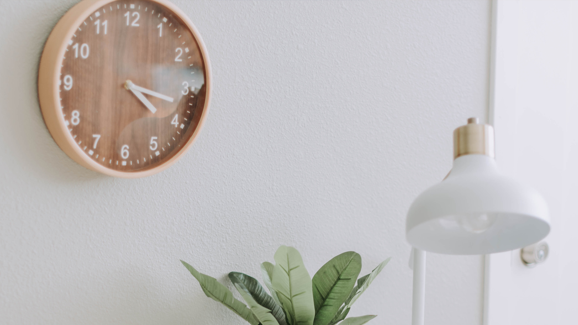 Teaching your child to tell the time? Here are our 9 practical tips and tricks to help you get started