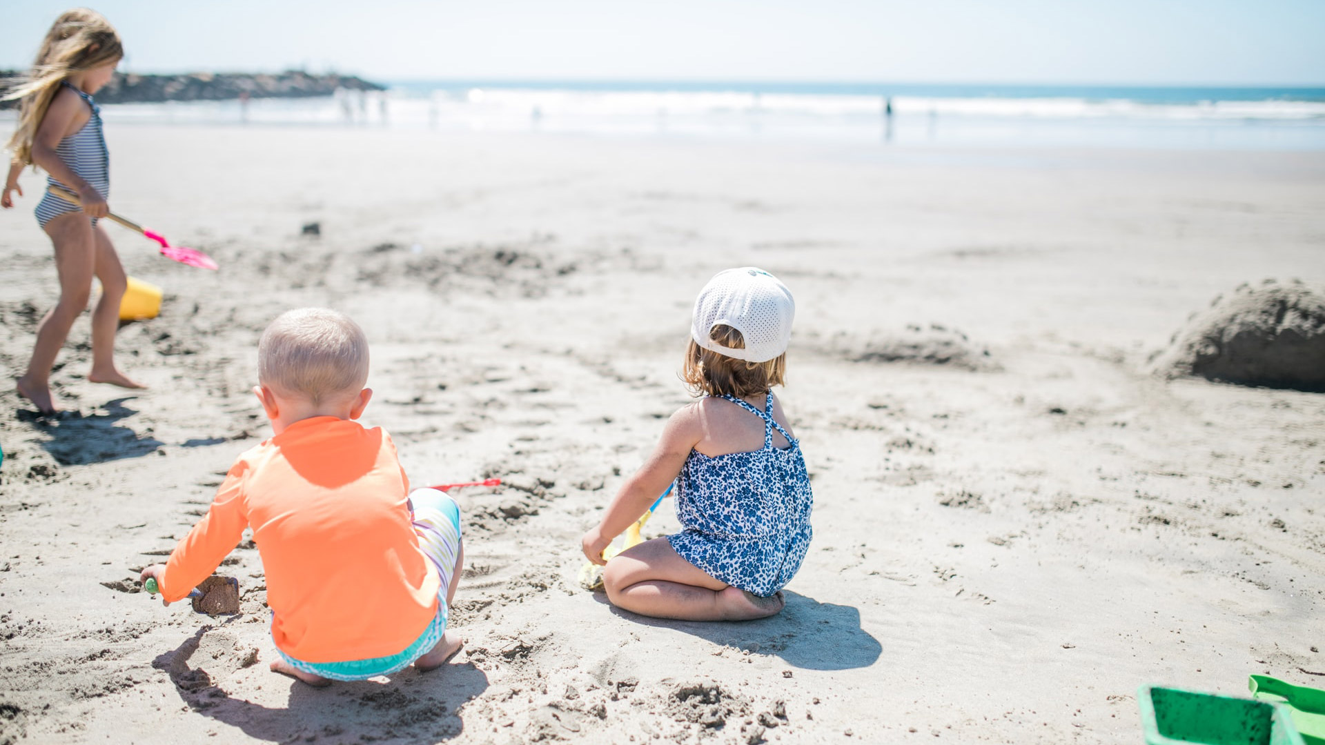 9 must-have packing essentials for a family fun day out at the beach